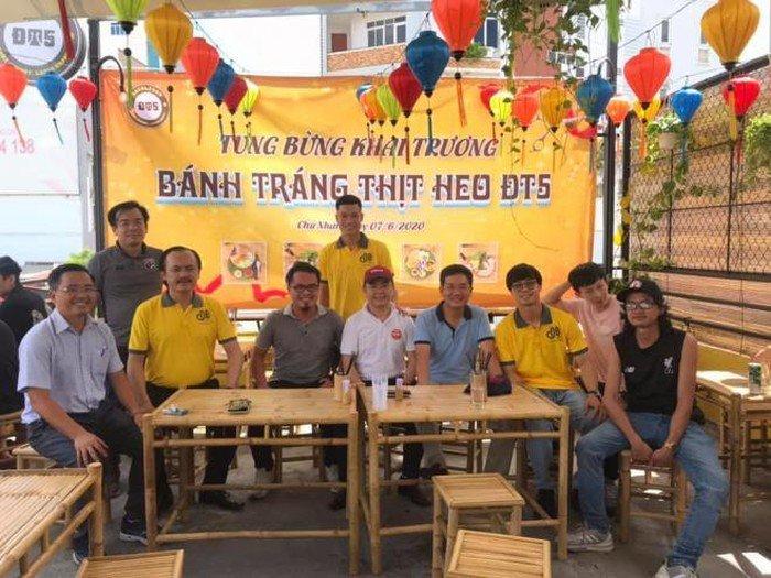"""""""Chân sút"""" Quảng Nam mở quán ăn tại Sài Gòn"""