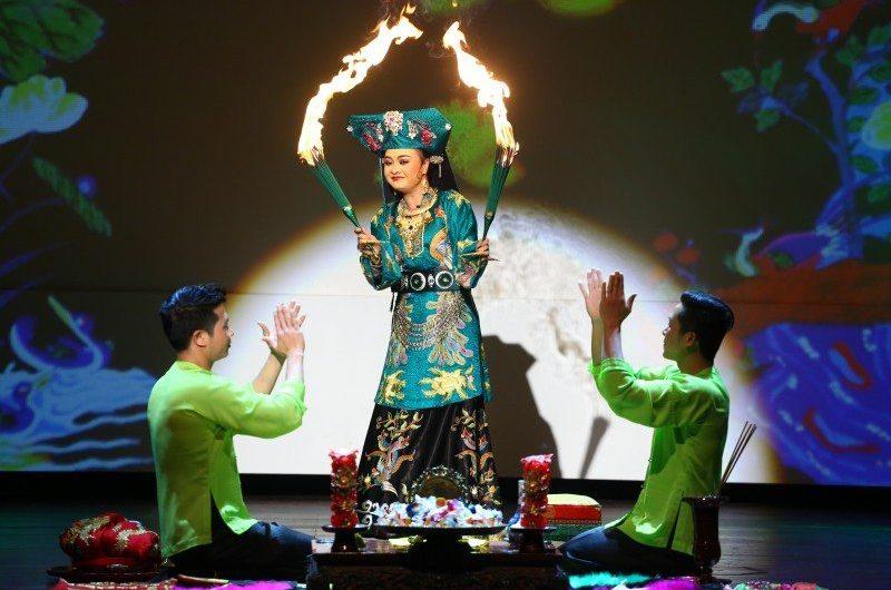 Hầu đồng là gì? Văn hóa lên đồng ở Việt Nam như thế nào?
