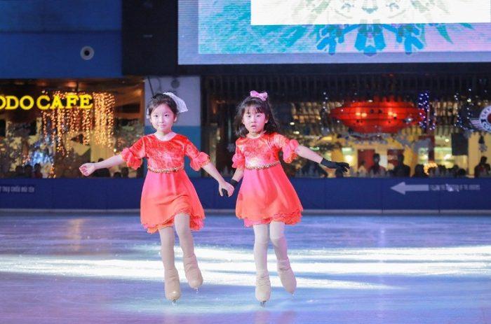 Khu vui chơi trượt băng Vinpearlland Ice Rink tại Sài Gòn