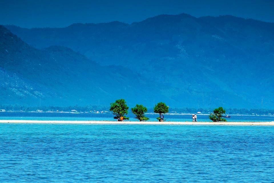 Tìm hiểu tại sao nước biển có màu xanh