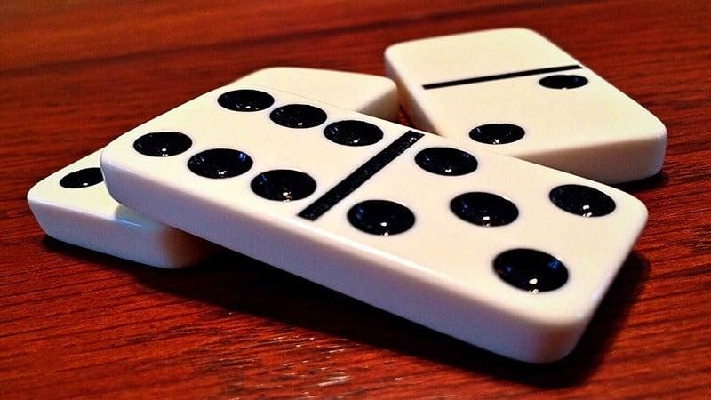 Hướng dẫn chi tiết cách chơi Domino cơ bản