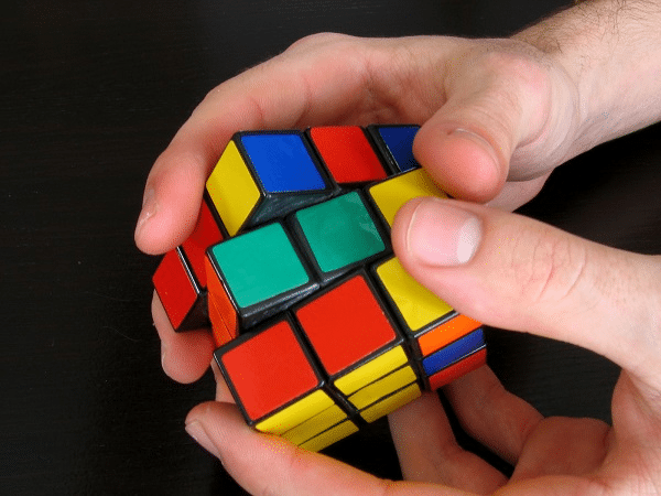 Hướng dẫn cách giải Rubik 3 x 3 tầng 2 cơ bản và nâng cao